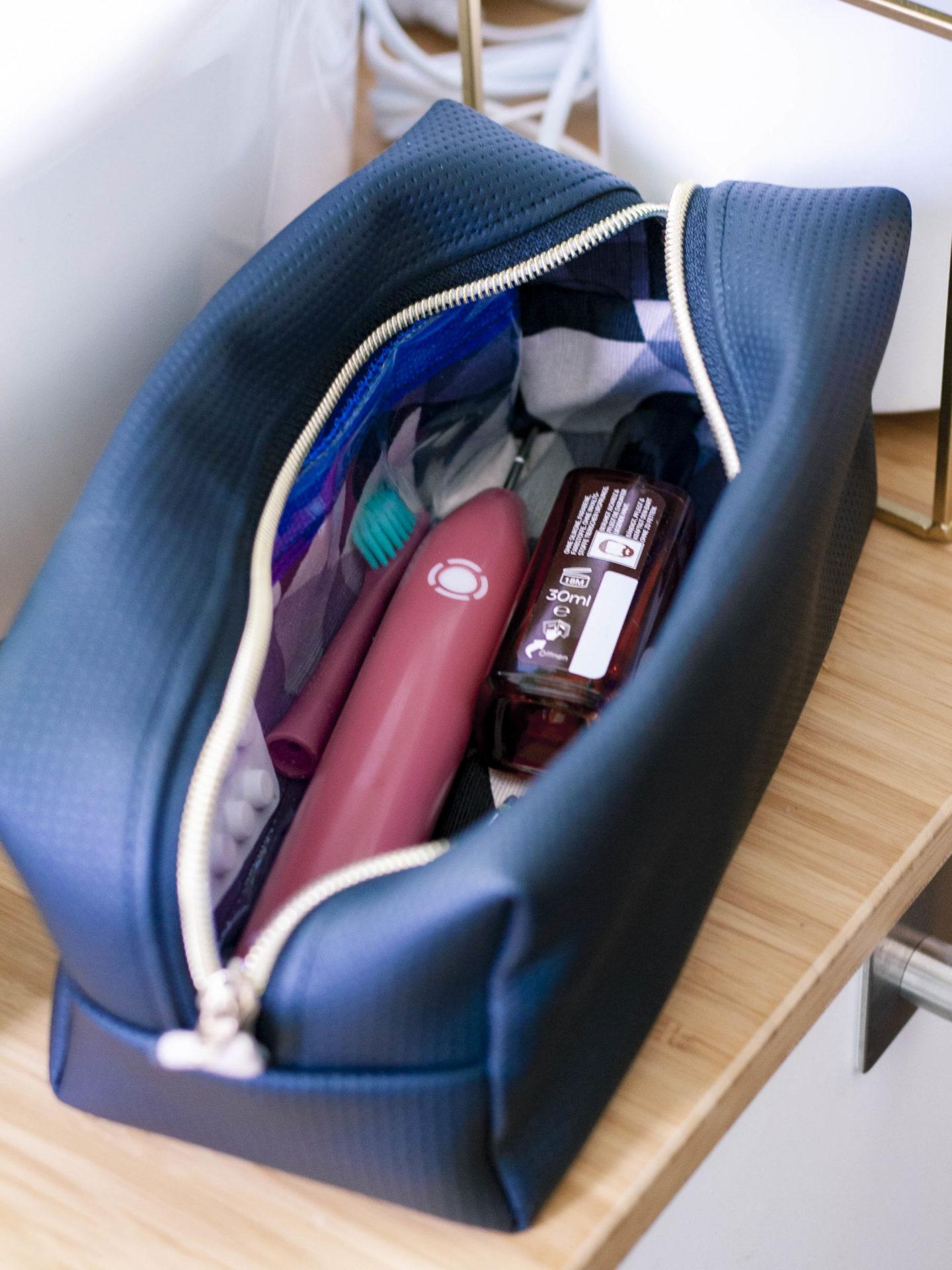 Neceser ist eine geradlinige, schlichte Kulturtasche. Sie ist perfekt für Männer! Lass und zusammen eine Kulturtasche nähen, Anleitung gratis!