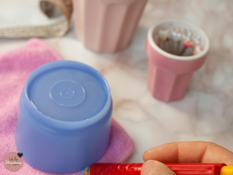 Jeder von uns, der Einweg Wattepads benutzt, verursacht einen riesigen Müllberg. Ich zeige dir wie du waschbare Kosmetikpads nähen kannst! Stoffresteabbau!