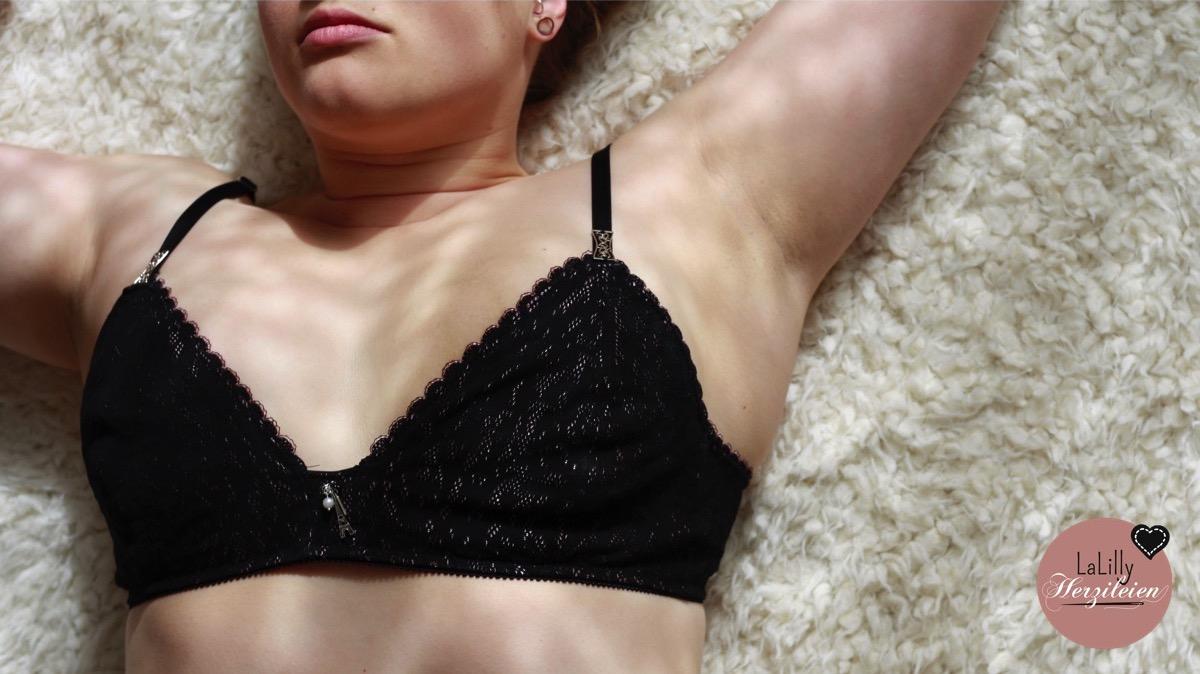 Selbstgenähte Unterwäsche -Meditation vor der Nähmaschine
