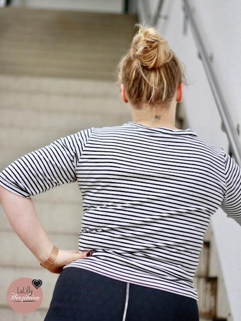Astoria von Seamwork ist ein sportlich eleganter Kurzpullover für den du nur einen Meter Stoff brauchst. Lies nun Teil 8 der Serie zu 1-Meter-Schnitten