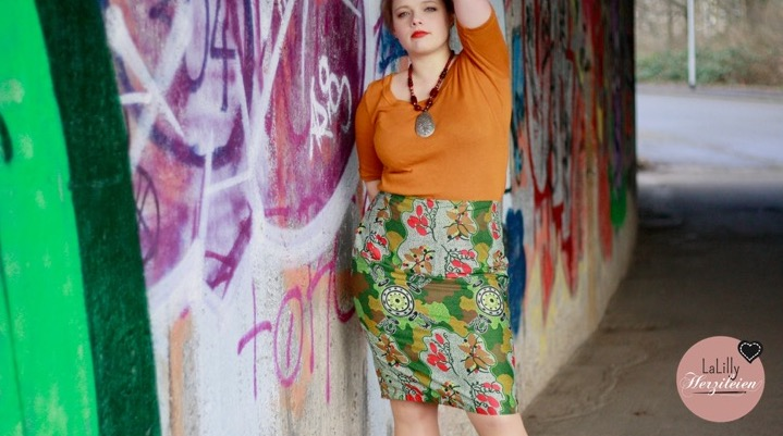 Pencil-Skirt aus Aborigines-Stoff von True Farbics