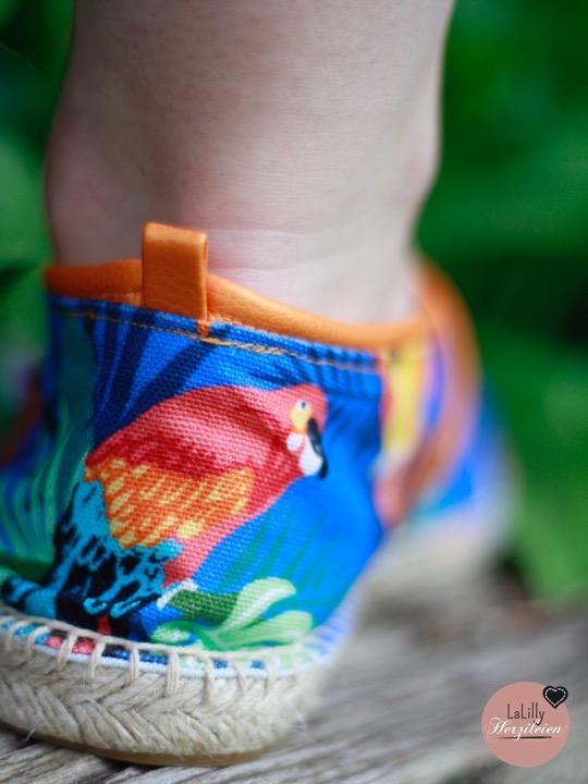 Schuhe selber zu machen scheint für Hobbyschneider fast unmöglich. Aber es geht! Tipps und Tricks dazu, wie du modische Espadrilles mit Kunstlederdetails nähen kannst, findest du in diesem Beitrag zum Thema Schuhe nähen!