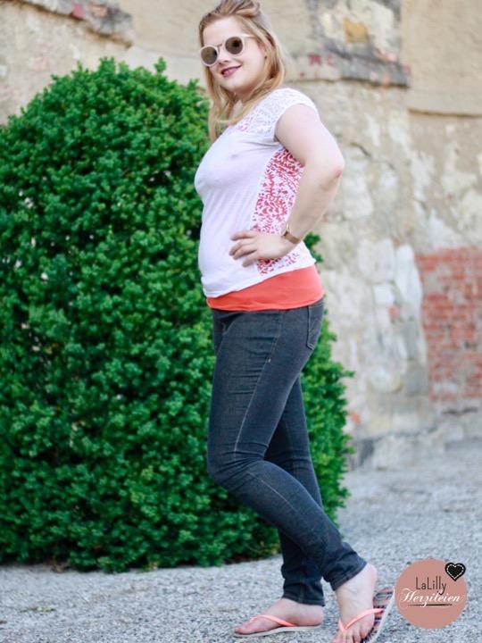 Jeans nähen gilt als hohe Kunst des Hobby-Nähens- dabei ist es mit der richtigen Anleitung leichter als man denkt. Mir ging die Skinny Jeans von The Couture erstaunlich leicht von der Hand- und es gibt nichts schöneres für mich, als mich in die vielen Nähte zu vertiefen und der Hose langsam beim Wachsen zuzusehen!