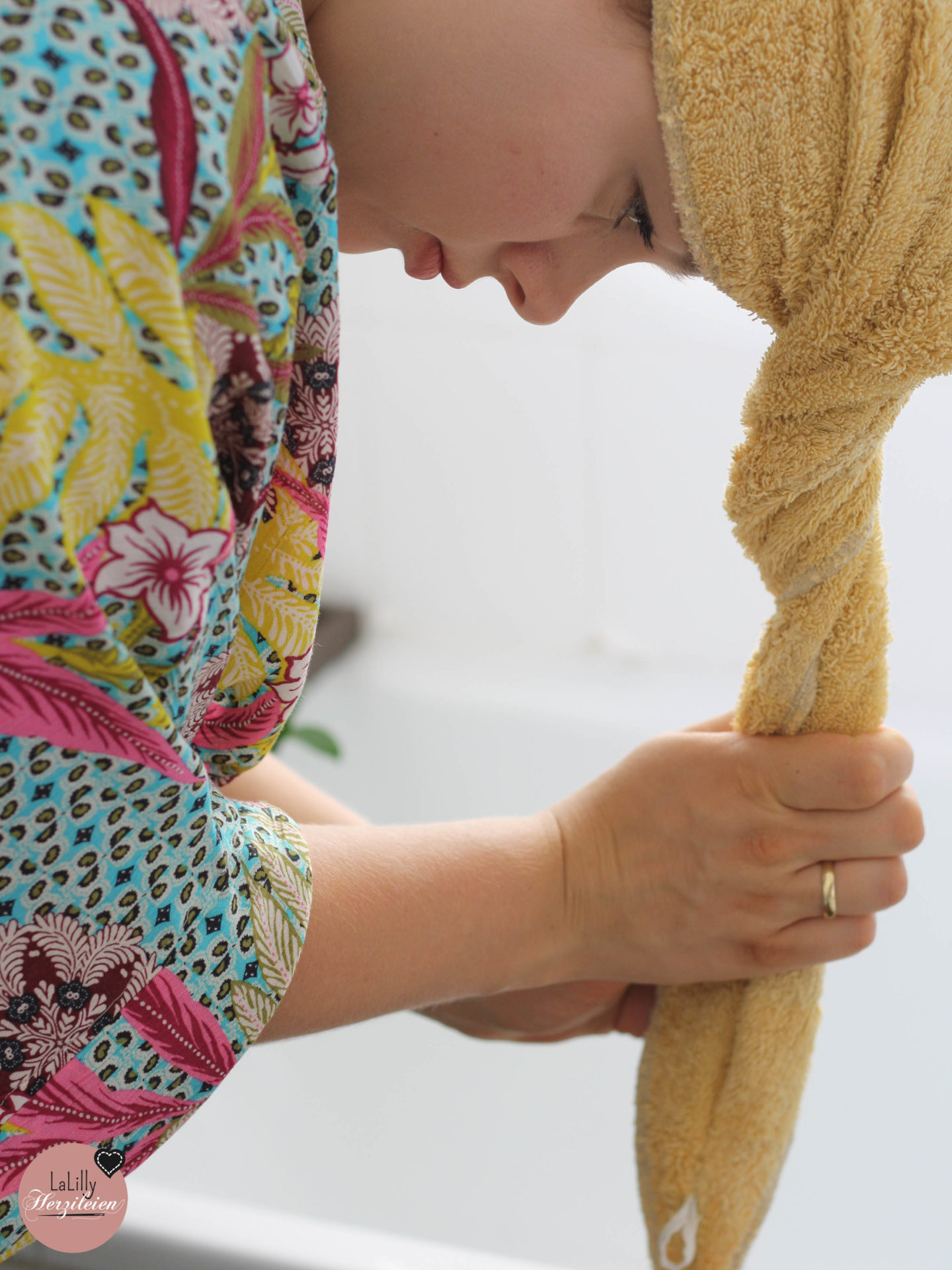 Upcycling? Ja Bitte! In meinem einfachen 5-Schrittigen Tutorial zeige ich dir, wie du aus alten Handtüchern einen praktischen handtuchturban nähen kannst!