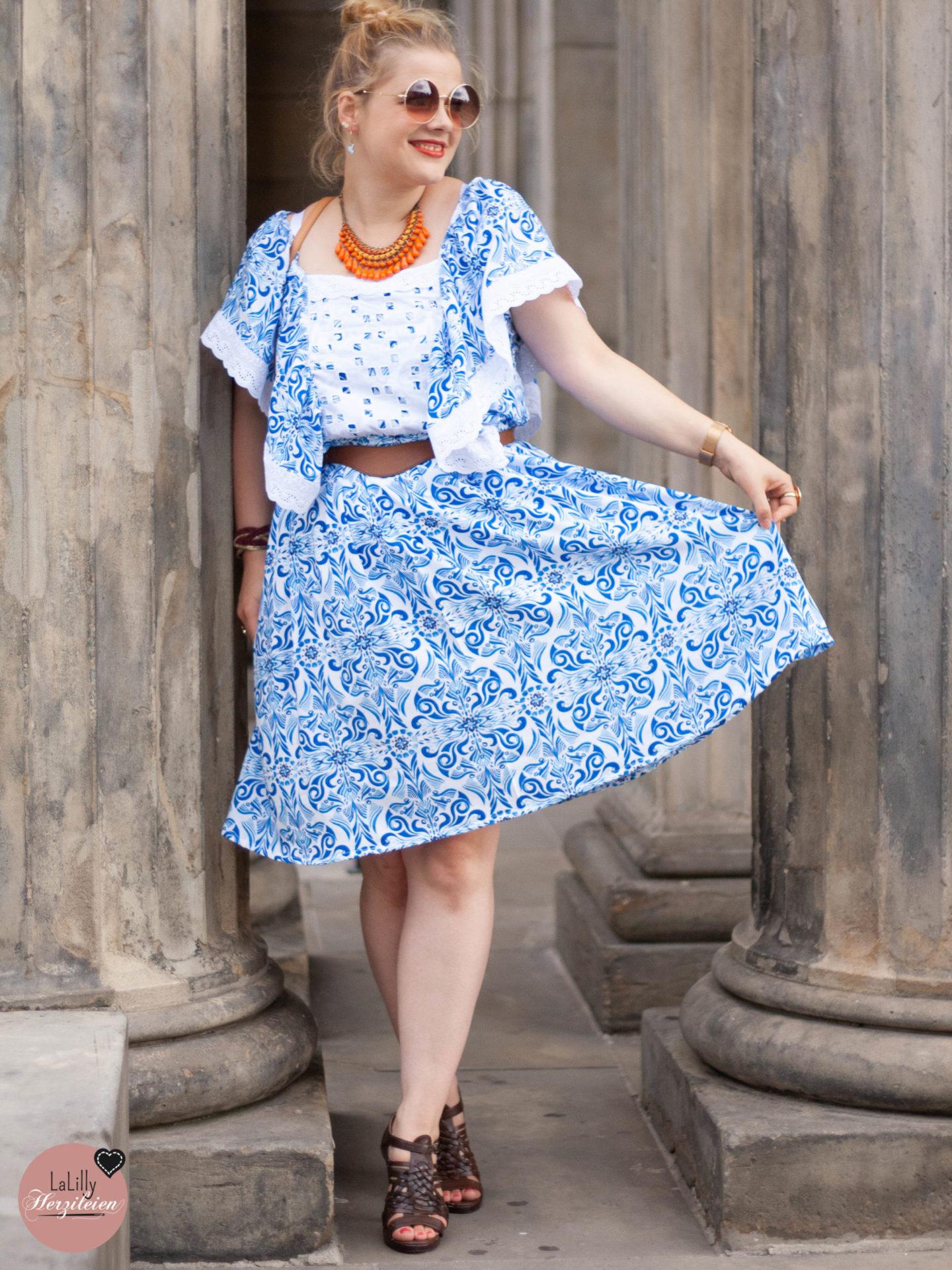 Ein Porzellanmuster- Kleid nähen, im Hippie Style, das ist eine Idee, die mir schon zu Anfang des Sommers kam und die ich nun endlich umgesetzt habe. Hiboho aus Watercolour Viskose