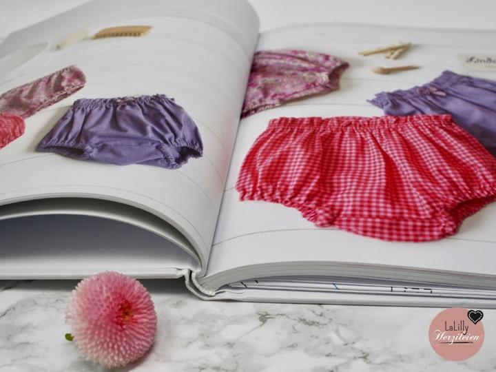 """Ein selbstgenähtes Outfit, das ist nicht nur toll fürs eigene Kind, sondern auch ein sehr beliebtes Geschenk für die neuen Familienmitglieder von Freunden und Bekannten. Ob das Buch """"Bezaubernde Babymode zum Nähen"""" dabei hilfreich ist oder nicht, erfährst du in dieser Rezension"""
