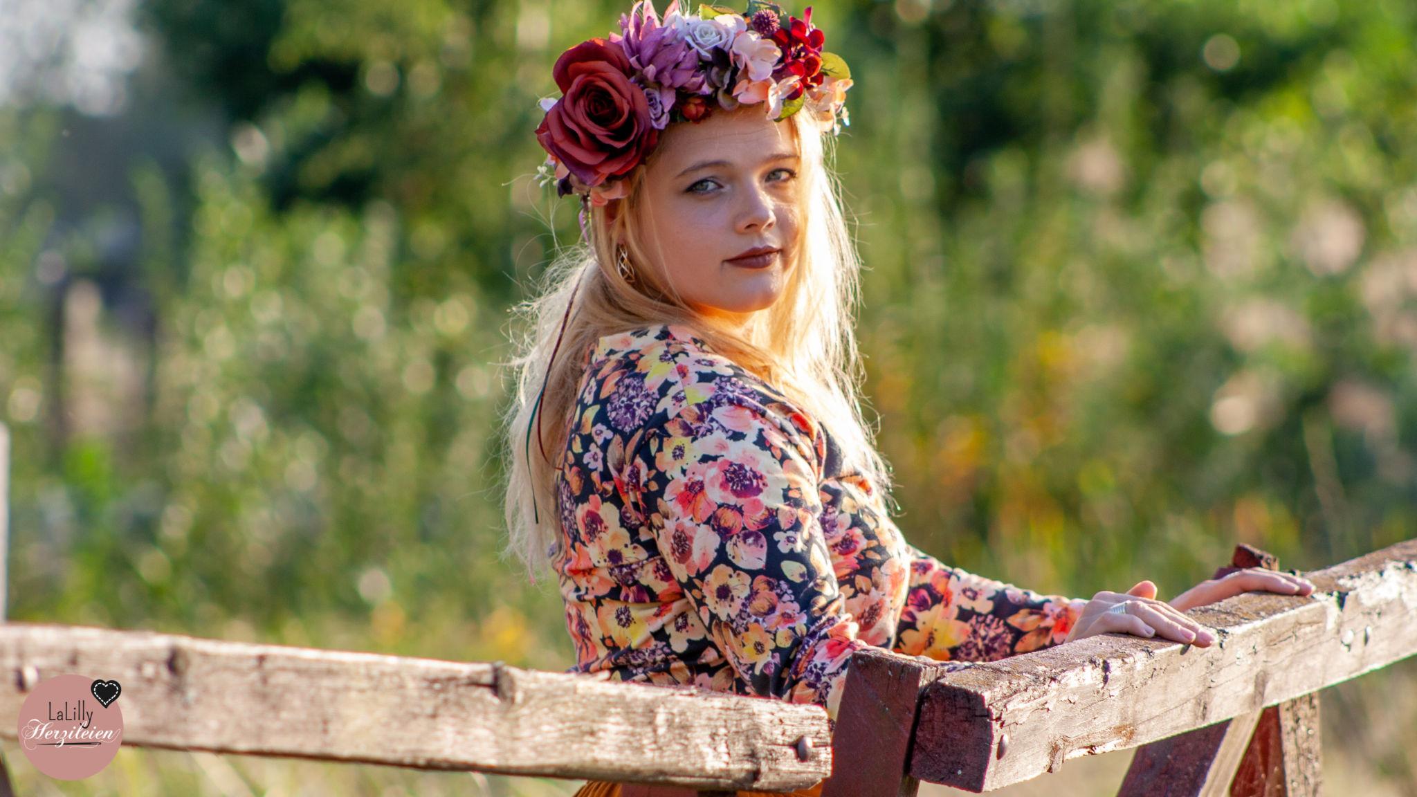 Gegenlicht ums Herbstoutfit- Autumn Fowers von The Bloomy Way