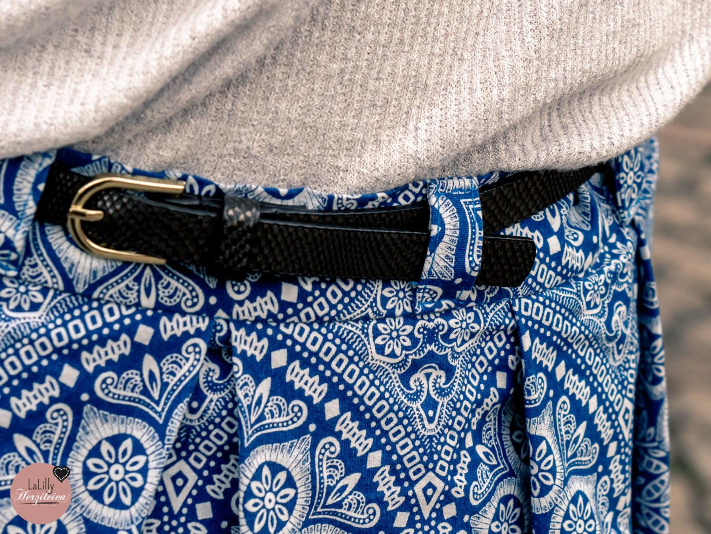 Faltenröcke liegen im Trend, besonders in Midi-Länge. Einen Faltenrock zu nähen ist ganz einfach! Und du kannst ihn genau auf die für dich perfekte Länge abstimmen! Ich habe den Schnitt Capone von the Bloomy Way aus einem Shweshwe Baumwollstoff von True Fabrics genäht.