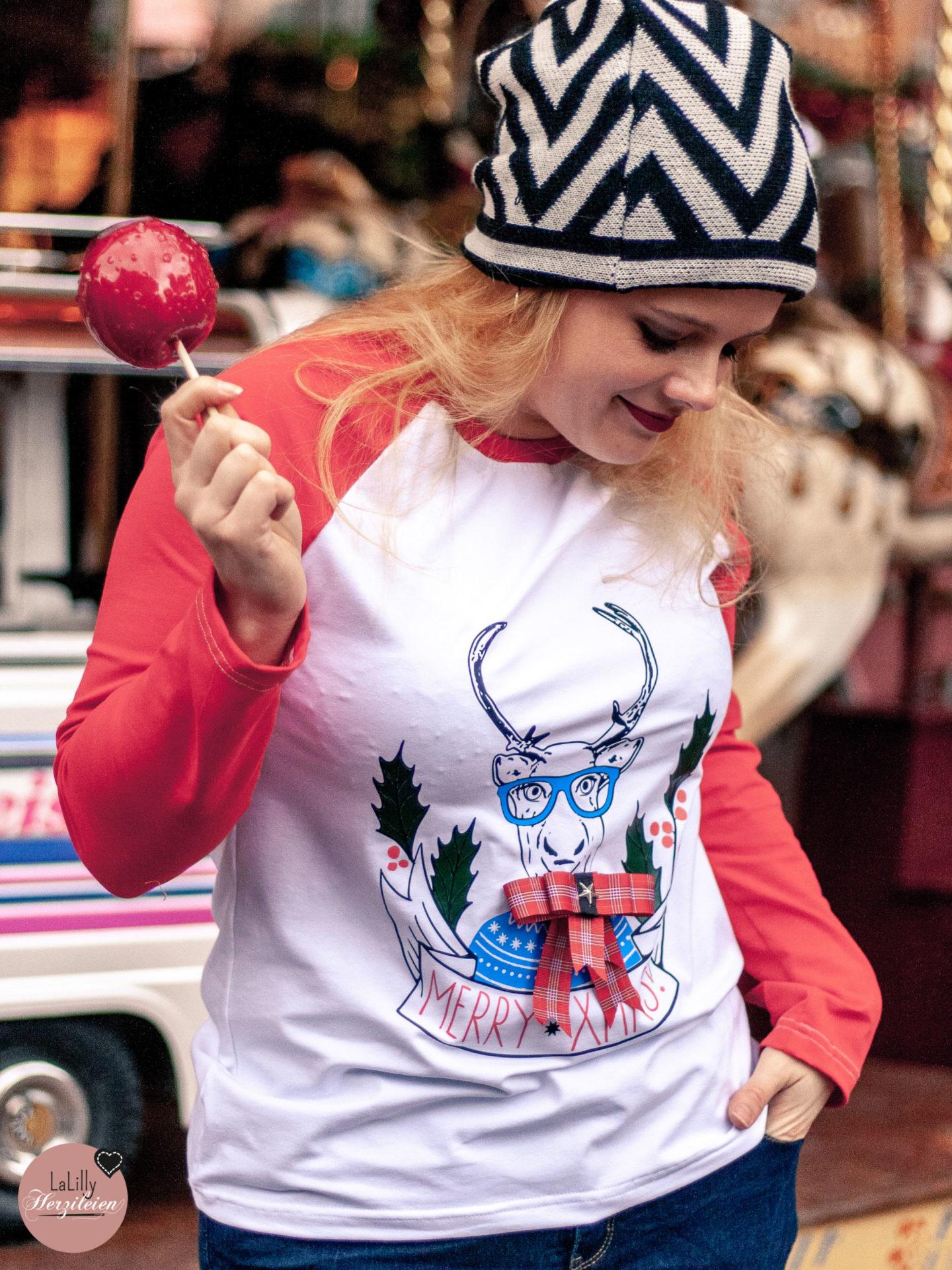 """Mein Ugly Christmas Sweater ist nach einem Schnitt aus dem Buch """"Alles Active"""" von Svenja Morbach genäht, das ich dir heute empfehle."""