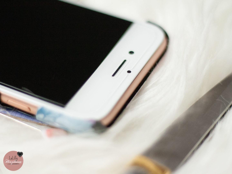 Das Handy ist auch bei dir immer mitten drin im Geschehen? Mit dem Panzerglas von Weinstock Science ist es optimal geschützt. Und um es griffbereit zu verstauen, empfehle Kannst du eine Handy- Gürteltasche nähen. Ganz einfach mit dem Ebook Jonabel!
