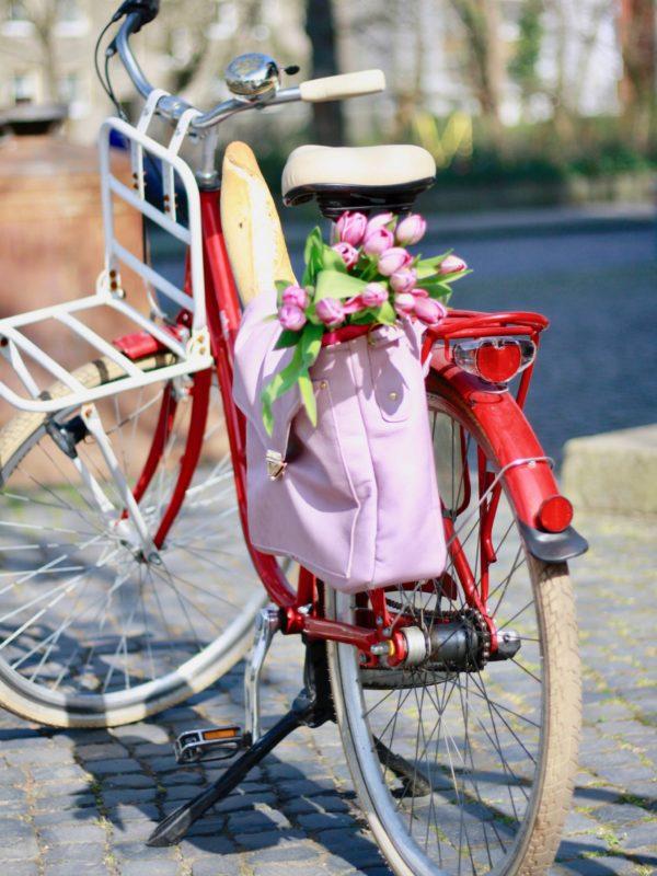 """Mit der Anleitung """"Vintage Schoolbag Leonabel"""" kannst du Rucksack, Messengerbag oder Fahrradtasche nähen. Das Schnittmuster ist in zwei Größen enthalten."""