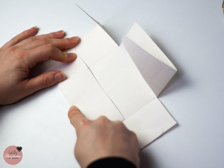 Schachtel basteln Schritt 3: Falten