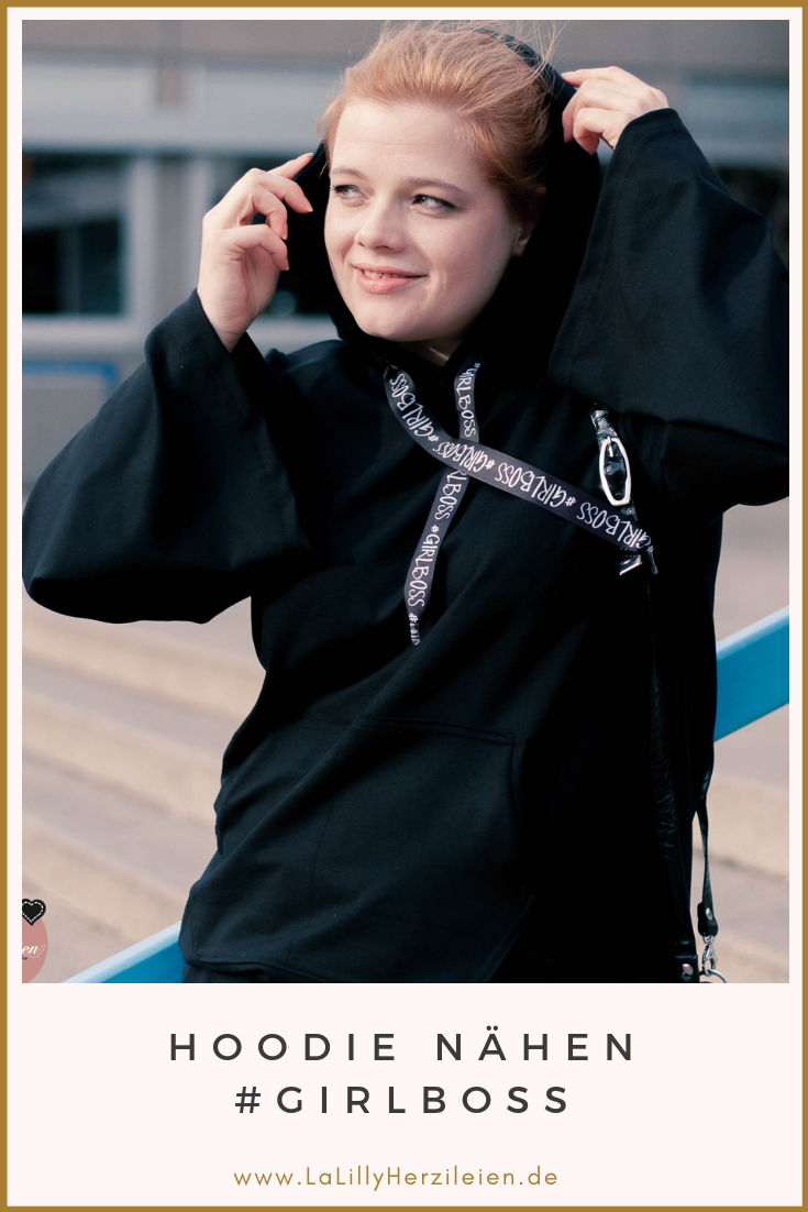 """""""Alles Jersey Hoodies & Pullis"""" von Svenja Morbach ist ein vielversprechendes Nähbuch. Es hat keinen geringeren Anspruch, als mit nur einem Schnitt die Garderobe wintertauglich zu machen. Es beinhaltet Schnittteile für Pullover und Hoodies, die miteinander zu bis zu 500 unterschiedlichen Varianten kombiniert werden können. Alles was es dazu braucht ist ein Bischen Mut um dem Schnittmuster den eigenen Stempel aufzudrücken. Ich habe mir einen Hoodie nach dem kombinator Prinzip zusammengestellt."""