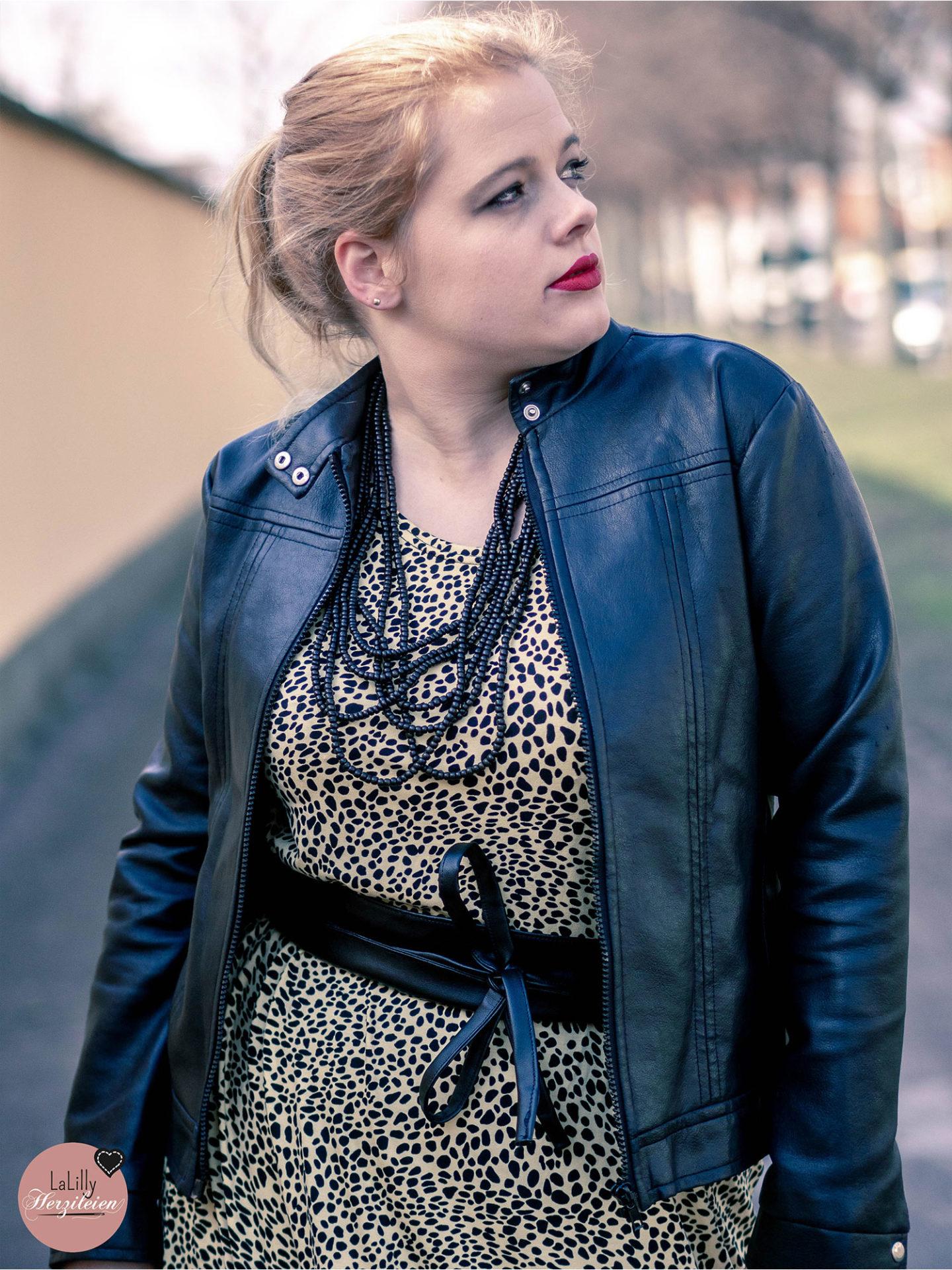 Kennst du das aüße Kleid Clyde von Unikatze? Du kannst es ganz einfach als Maxikleid nähen! In meinem Beitrag erkläre ich dir wie!