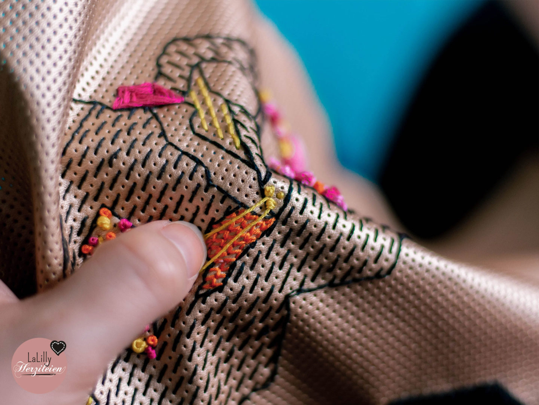 Sticken ist einer der großen Handarbeitstrends 2019. In meinem Tutorial zeige ich dir, wie du dekorative French-Knots stickst!