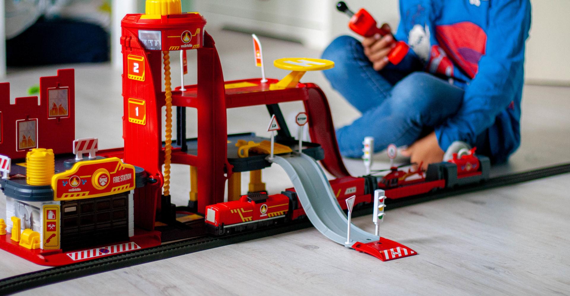 Anzeige: Geschenke nachhaltig verpacken mit der Märklin my world Spielzeugeisenbahn