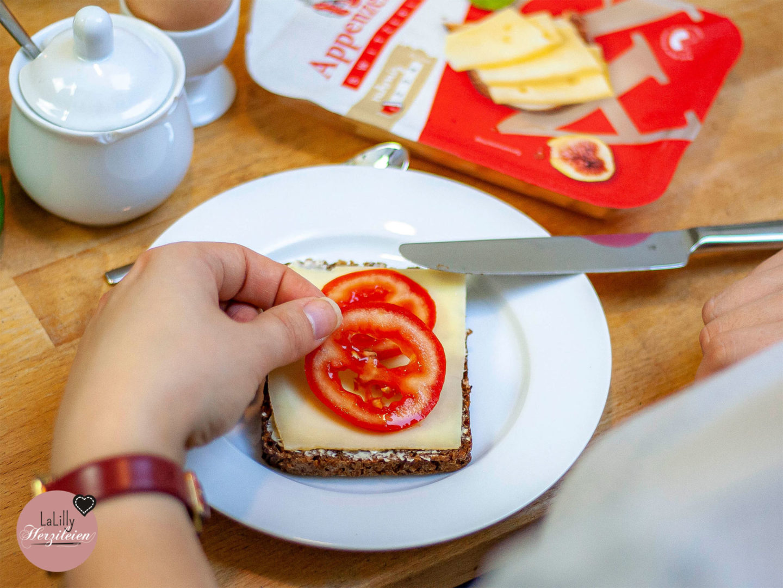 Warum Käsebrot Cool ist, Käsebrot mit Tomatenscheiben