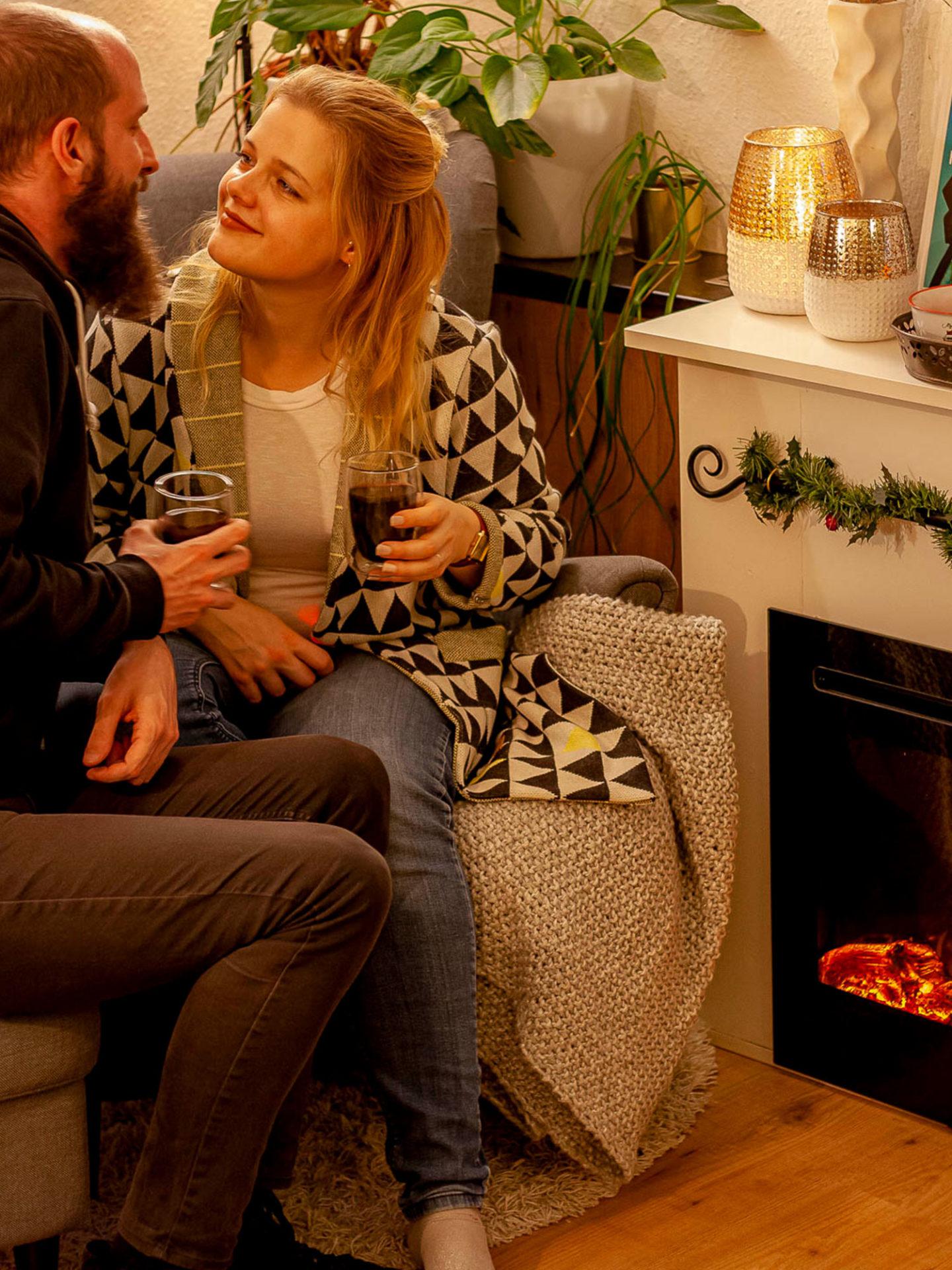 Romantische Winterabende ohne Ruß, Brandgeruch und Schmutz, nachhaltiger als durch das Verbrennen von Holz? Das geht! Ein Elektrokamin bringt Gemütlichkeit!