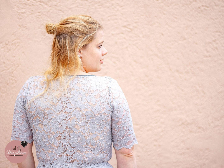 Du bist auf einer Hochzeit eingeladen und möchtest dein Hochzeitsgast-Kleid selber nähen? Ich kann dir das Glamdress von Sewera sehr dafür empfehlen!